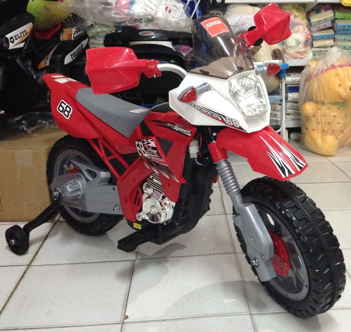 Motor Aki Trail Merah