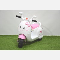 Motor Aki Scooter Hello Kitty Pink
