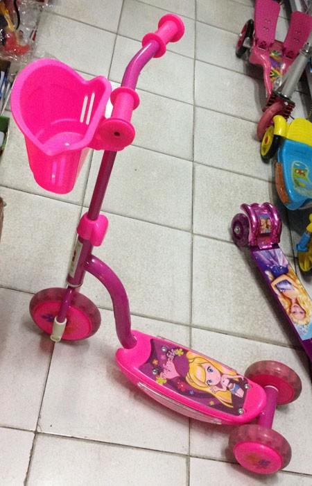 Scooter 3 Roda Barbie / Ben10